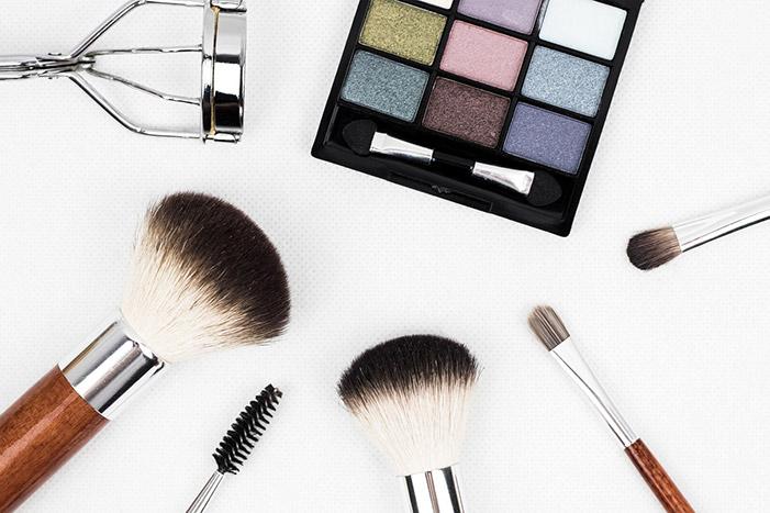 Cosmetics makeup brush