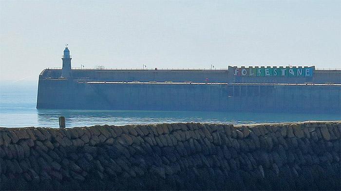 folkestone harbour wall